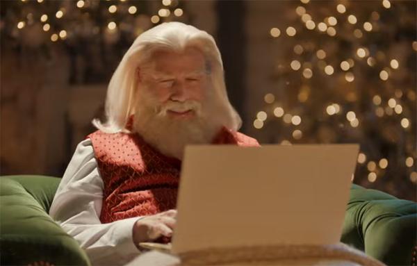 Джон Траволта и Сэмюэл Л. Джексон снялись в рождественской рекламе