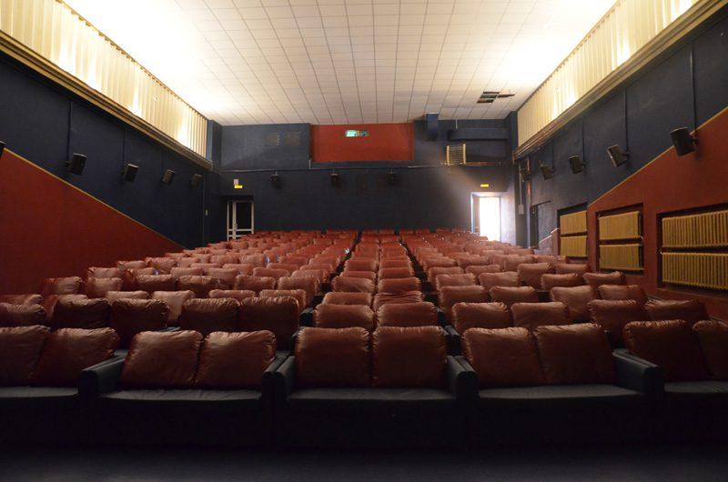 Почему закрыт кинотеатр октябрь в пскове