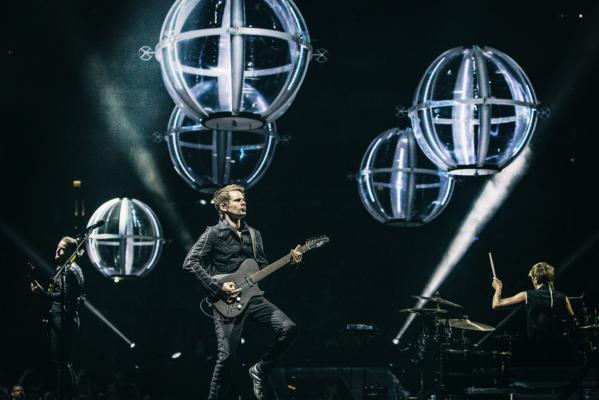 Кадр фильма Muse: Drones World Tour