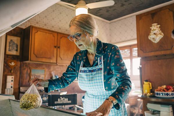 Кадр фильма Спрячь бабушку в холодильнике