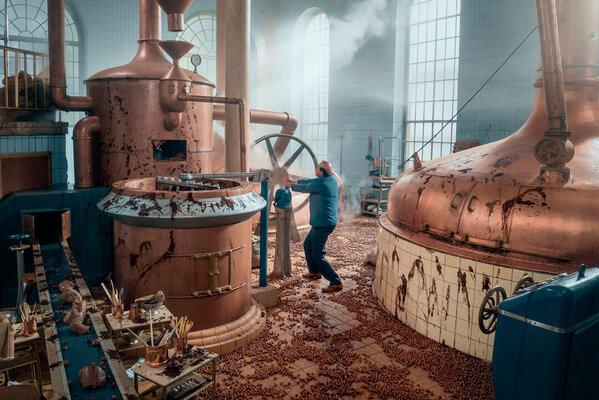 Кадр фильма Приключения на шоколадной фабрике