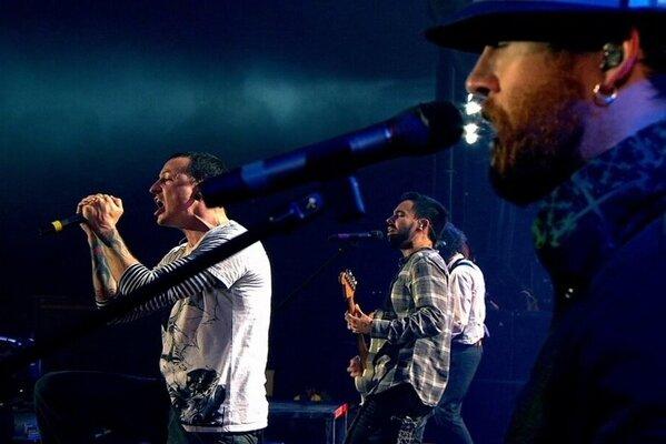 Кадр фильма Linkin Park: Дорога к революции