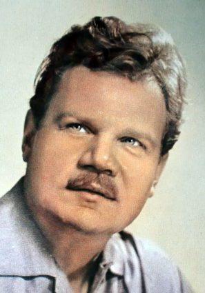В 1940 году михаила заметил кинорежиссер григорий рошаль и пригласил на небольшую роль в картине дело артамоновых