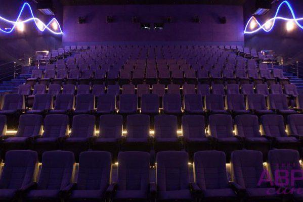 Афиши кемерово кино аврора сколько стоит билет в театр в москве цены