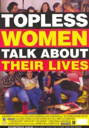 Обнажённые по пояс женщины говорят о своей жизни